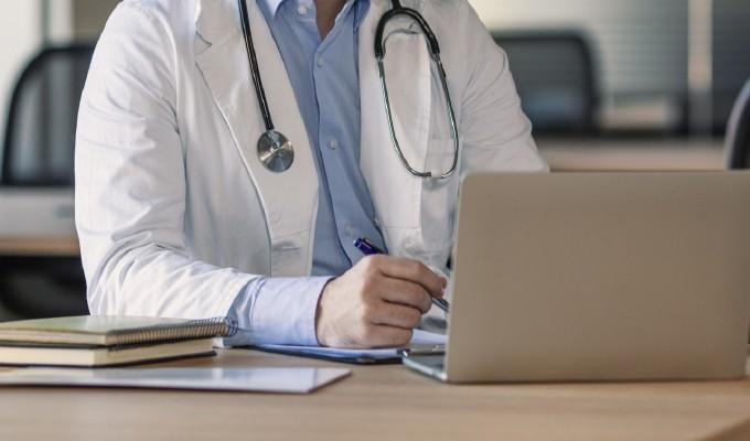 Conheça o e-CRM: o novo credenciamento médico digital