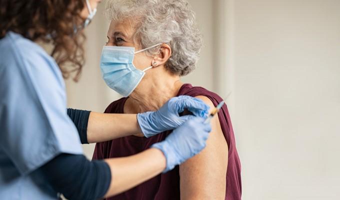 As vacinas da COVID-19 pelo mundo e seus efeitos na prática